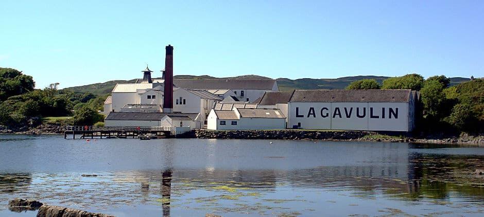 Lagavulin (Wikimedia Rappilio)