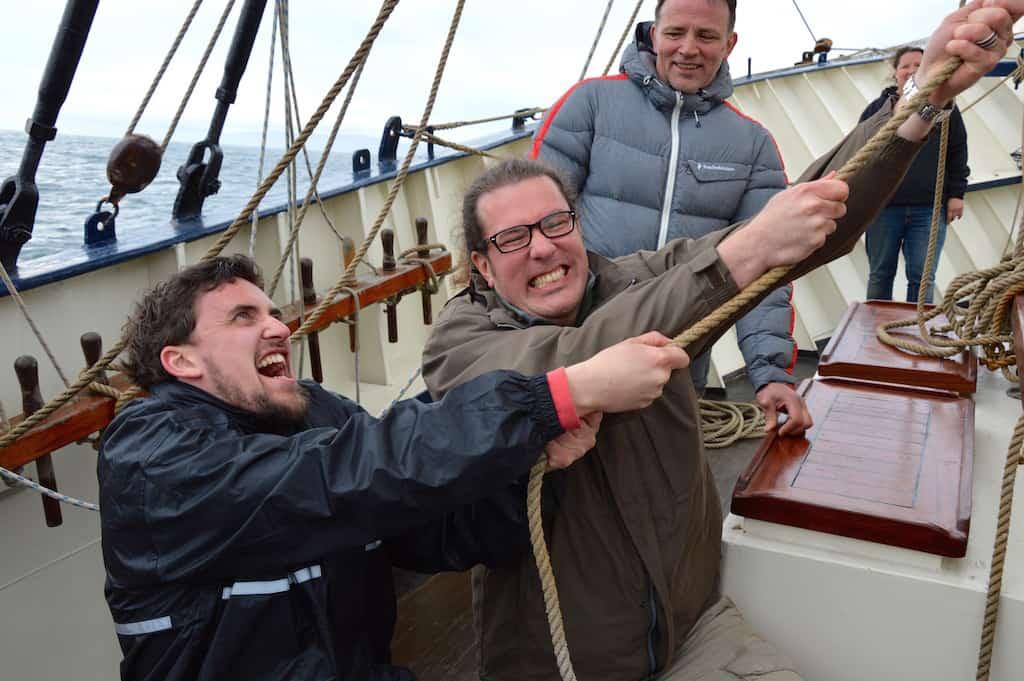 sailing trip 2014 06 raising sails