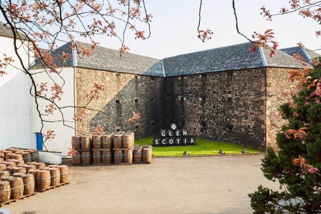 glen scotia distillery exterior casks